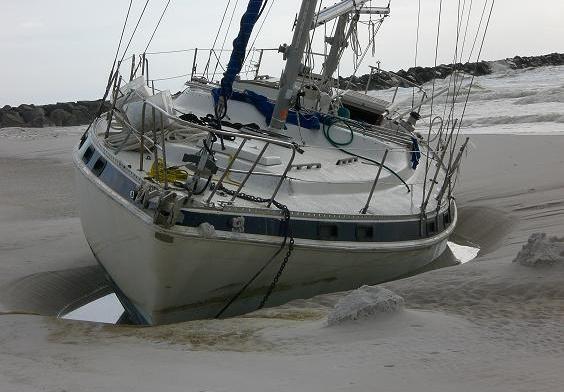 beached_sailboat_3